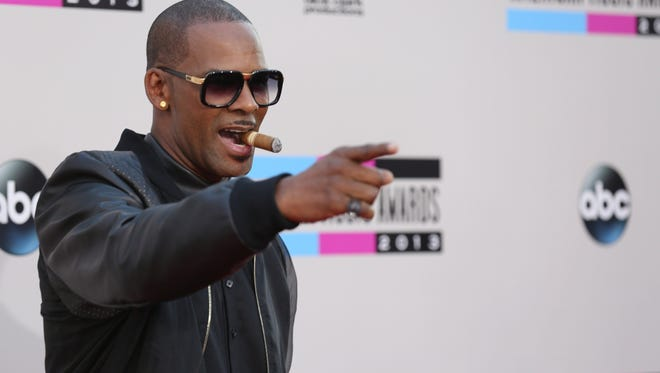 R. Kelly arrives at the 2013 American Music Awards, on Sunday, Nov. 24, 2013 in Los Angeles.