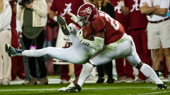 Alabama linebacker Shaun Dion Hamilton (20) intercepts