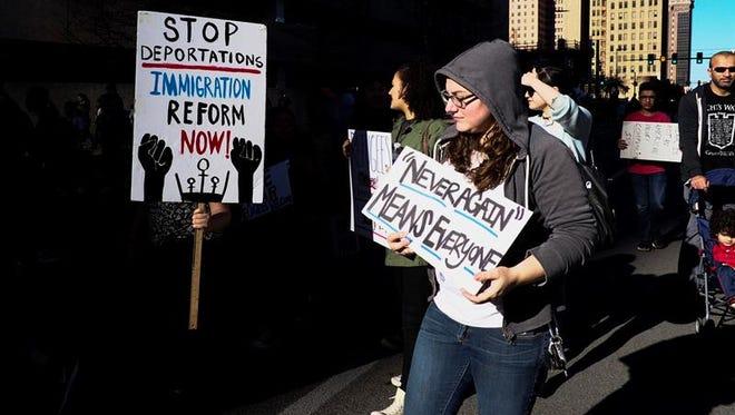 Grupos defensores de los derechos de los inmigrantes, algunos latinos, pidieron hoy un mayor apoyo social a los refugiados como reacción al veto del presidente Donald Trump a la entrada al país de personas de siete naciones de mayoría musulmana.