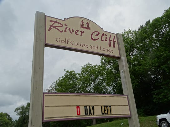 "River Cliff Golf Course celebrates ""bittersweet"" final"