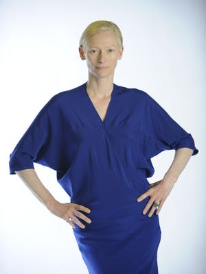 """4/29/09 4:45:24 PM -- New York, NY, U.S.A  -- Acdemy Award winning actress Tilda Swinton will appear in the motion picture """"Julia"""" opening in May --    Photo by Robert Deutsch, USA TODAY Staff  ORG XMIT: RD 36366 TILDA SWINTON 4/29/2009  (Via MerlinFTP Drop)"""