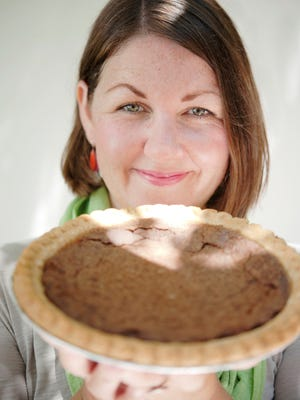 Amy Evans explores art and pie with local bakers in a June 5 workshop at Buxton Hall.