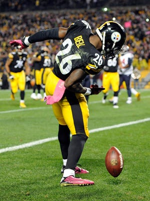 Stopping Le'Veon Bell, shown celebrating a 2-yard pass vs. Houston, is one of the storylines for the Colts in Sunday's game.