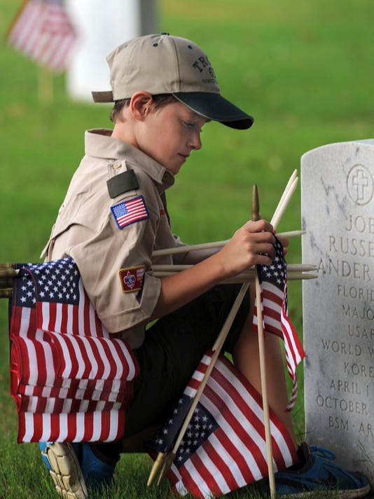 Scouts Place Flags at Barrancas 3.jpg