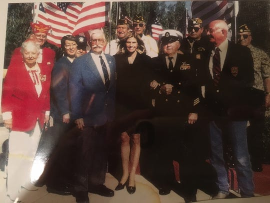 Mary Bono (center) is flanked by Medal of Honor recipients