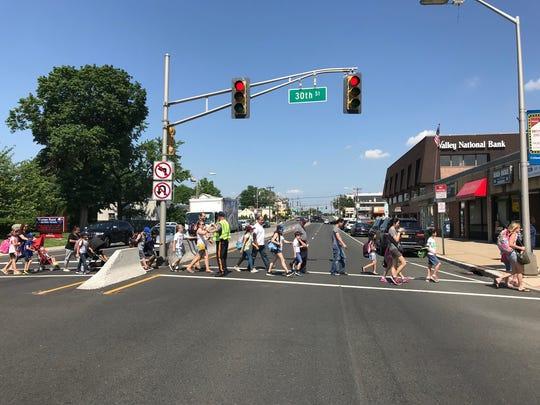 Officer Lou Failla crossing kids from Warren Point Elementary School
