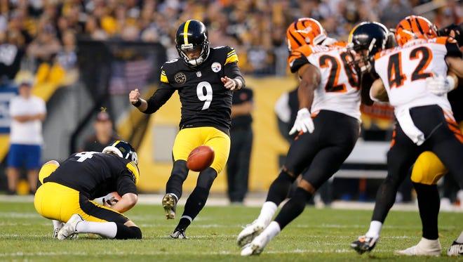 Pittsburgh Steelers kicker Chris Boswell (9) kicks a field goal in the third quarter.