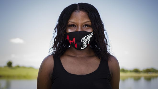 """Shaunna Kirk was fired from her job at PetSmart for wearing a face mask with """"I Can't Breath"""" printed on it."""