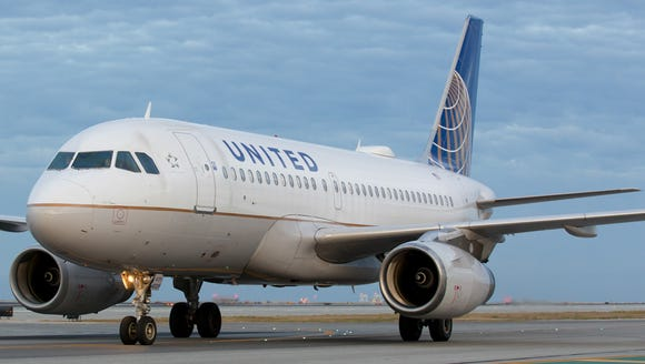 A United Airlines Airbus A319 taxis at San Francisco