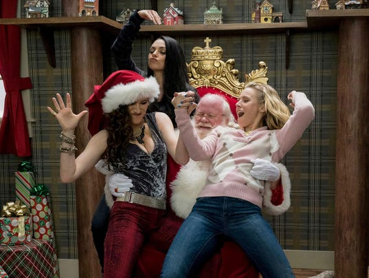 ENTER BADMOMS-MOVIE-REVIEW MCT