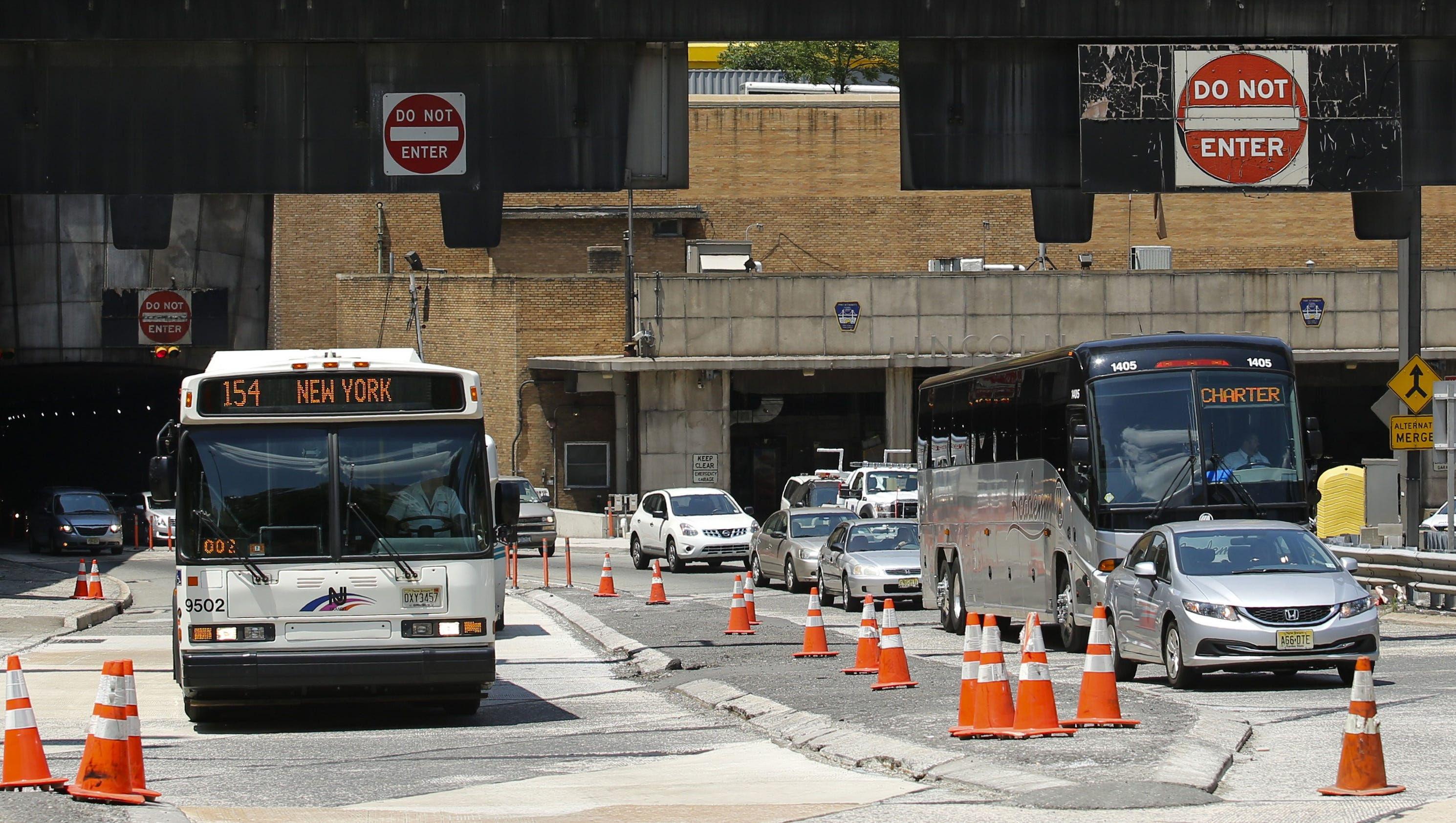 Bus Crash Clogs Lincoln Tunnel Injures 44