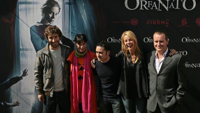 (L-R) Andres Gertrudix, Geraldine Chaplin, director Juan Antonio Bayona, Belen Rueda and Fernando Cayo pose during a photocall for 'El Orfanato - The Orphanage' in Madrid, 09 October 2007.