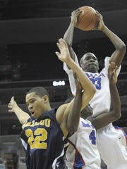 SLUG: sp_citytitle DATE: March, 9, 2009  CREDIT: Toni L. Sandys / TWP LOCATION: Washington, MD CAPTION: DeMatha's Victor Oladipo comes down with the defensive rebound as Ballou's Carlos Baucum and DeMatha's Jerian Grant get tangled during the City Title Game on March 9, 2008.  DeMatha defeated Ballou 55-48.  StaffPhoto imported to Merlin on  Mon Mar  9 21:55:02 2009 <b>11/12/2009 - B02 - MAIN - 1ST - THE INDIANAPOLIS STAR</b><br />a catch: DeMatha (Md.) High School's Victor Oladipo (top) is ranked No. 133 in the senior class by Rivals. David Williams, who made an oral commitment, did not sign Wednesday.
