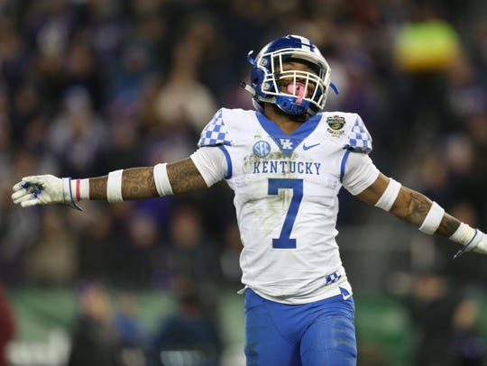Kentucky safety Mike Edwards (7) reacts after a play during the 2017 Music City Bowl.