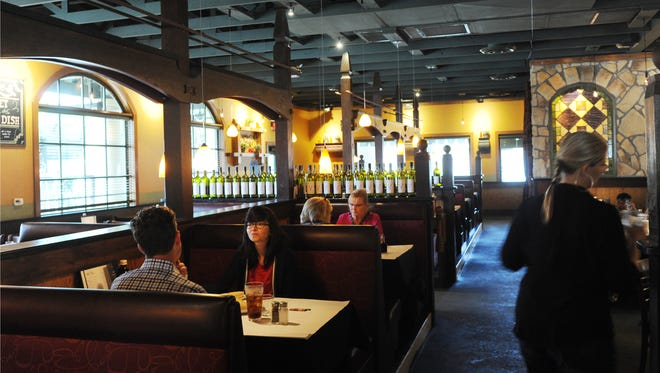 Romano's Macaroni Grill continues to serve Simi Valley. Sites in Thousand Oaks and Ventura closed in recent years but the Simi Valley restaurant remains open.