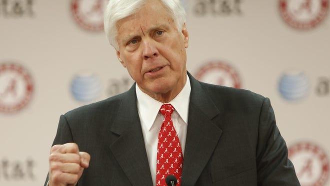 Alabama athletic director Bill Battle