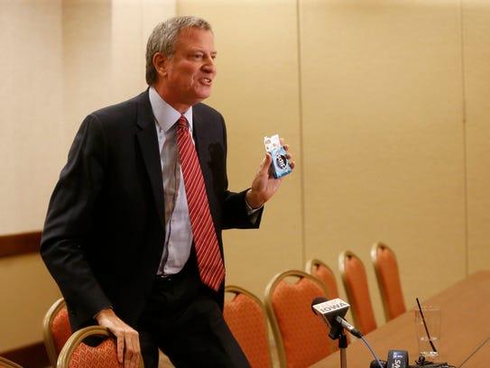 New York Mayor Bill de Blasio puts some gum in his