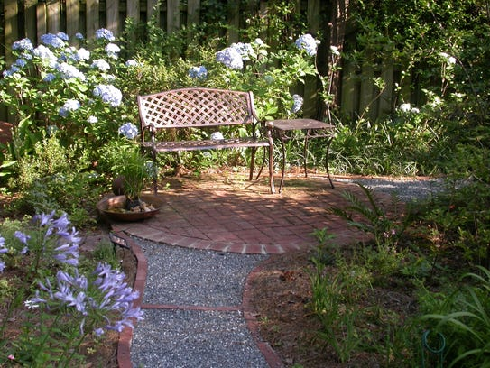 Go green with a lawn free yard for Landscaping rocks tallahassee fl