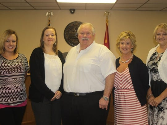 Juvenile Judge Barry Brown swears in Sumner County CASA volunteers.