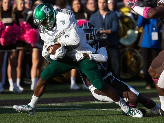 Eastern Michigan receiver Antoine Porter makes a catch as Western Michigan's Obbie Jackson attempts to tackle him during the first half in Kalamazoo, Mich., Saturday, Oct. 22, 2016.