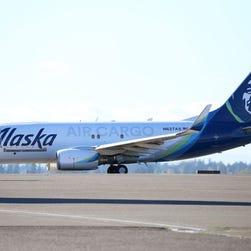 Teen helps blind, deaf man communicate on Alaska Air flight
