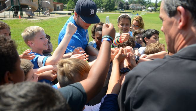 Detroit Lions quarterback Matthew Stafford huddles up students at Glencairn Elementary School on Monday, June 12, 2017 in East Lansing. Stafford was there as part of Blue Cross Blue Shield of Michigan and the Detroit Lions Play 60 program.