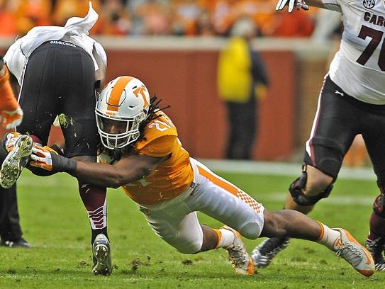 Tennessee linebacker Jalen Reeves-Maybin (21) makes