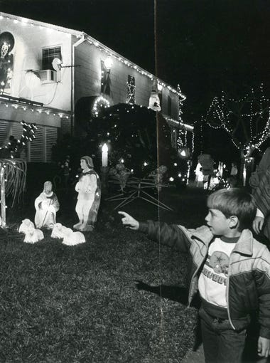 Hoards of people gathered at the Aldridge house at Doddridge and Delaine on Dec. 13, 1983 to check out the Christmas light display.