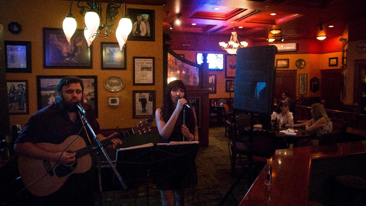 Naples Indie-folk duo James Badger and Sarah Rose, known as Badger & Rose, perform a cover of Blind Melon's song No Rain at The Pub in Mercato.