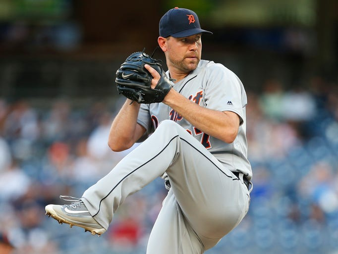 Detroit Tigers pitcher Mike Pelfrey  delivers a pitch