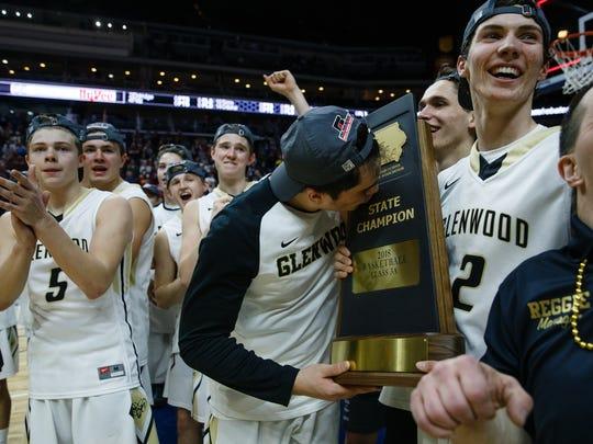 Glenwood celebrates their 66-62 3A state basketball