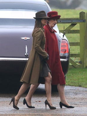 That's Pippa on the left, in a brown coat and snappy