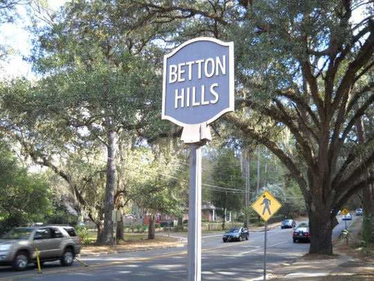 IMG_-Betton_Hills_sign_h_1_1_QH8TCMKI.jpg_20141028.jpg
