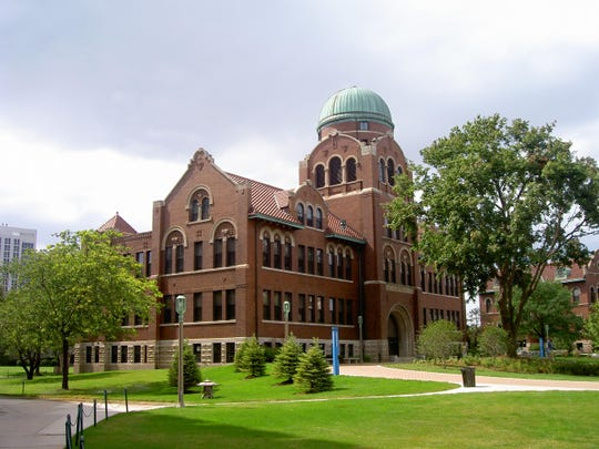 Cudahy Science Hall at Loyola University Chicago.