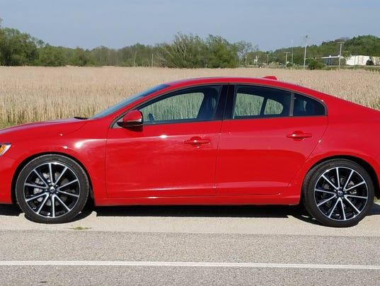 savage on wheels 2017 volvo s60 t5 awd dynamic a fine but underwhelming luxury car. Black Bedroom Furniture Sets. Home Design Ideas