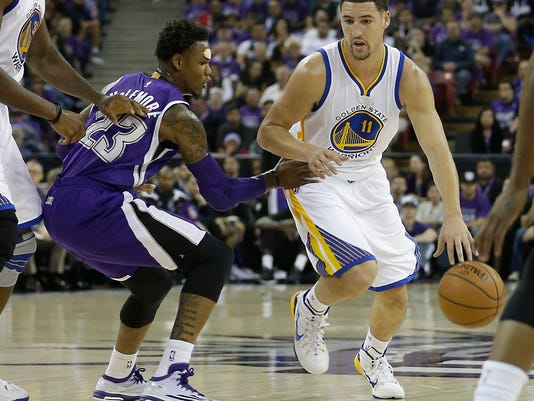 Golden State Warriors guard Klay Thompson, right, drives against Sacramento Kings guard Ben McLemore during the first quarter of an NBA basketball game in Sacramento, Calif., Wednesday Oct. 29, 2014.  The Warriors won 95-77.(AP Photo/Rich Pedroncelli)
