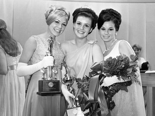 Sherri Layne Gay, center, the crowned Miss Davidson