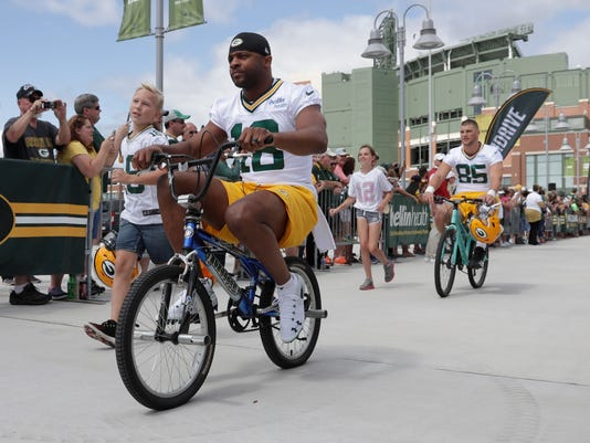 Packers_Camp_Football_12221.jpg