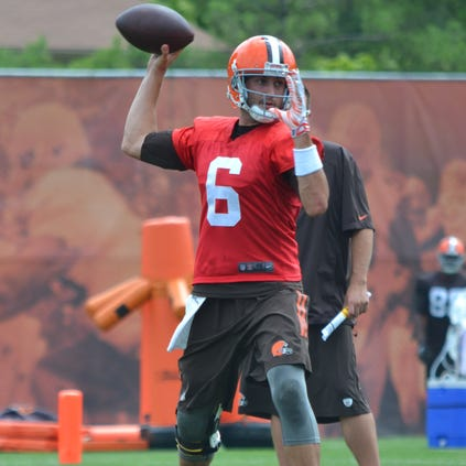 Browns quarterback Brian Hoyer throws a pass to the sideline during Wednesday's practice in Berea.