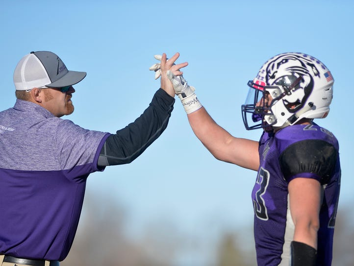 Valier's Panthers advanced to the Six-Man semifinals