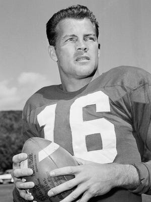 Frank Gifford spent his entire NFL career with the Giants.