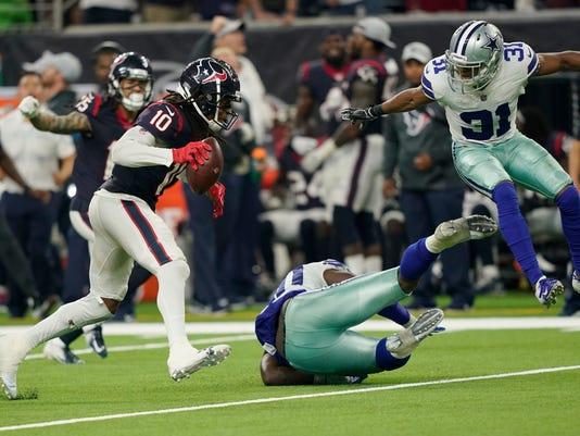 Texans_DeAndre's_Catch_Football_26768.jpg