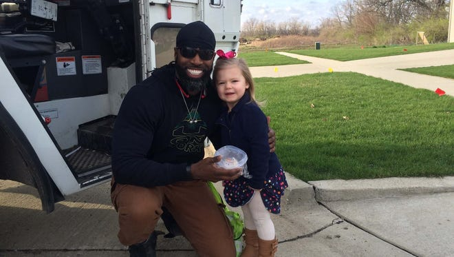 Sanitation specialist Delvar Dopson and 3-year-old Brooklyn Andracke met for the first time on her third birthday.