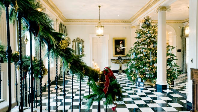 Tennessee Residence Foyer with Christmas tree