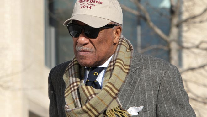 Mount Vernon Mayor Ernie Davis enters U.S. District Court in White Plains Feb. 6, 2015. Davis, 76, faces up to two years in prison after pleading guilty to federal misdemeanor tax evasion charges.