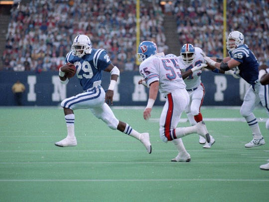 Eric Dickerson outruns the Broncos in the Colts win over Denver 55-23 in their Monday Night Football matchup Oct. 21, 1988