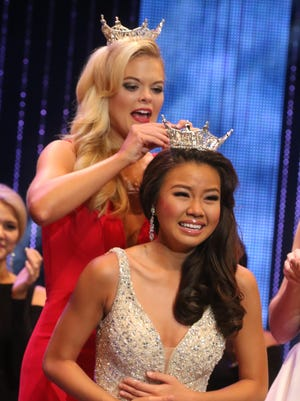 Justine Ker is crowned Miss Louisiana 2016 by April Nelson, Miss Louisiana 2015.