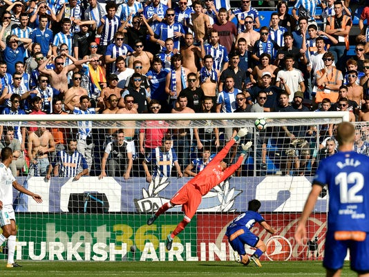 Alaves' Manu Garcia, bottom right, scores in front Real Madrid's goalkeeper Keylor Navas during the Spanish La Liga soccer match between Real Madrid and Alaves, at Mendizorra stadium, in Vitoria, northern Spain, Saturday, Sept.23, 2017. (AP Photo/Alvaro Barrientos)
