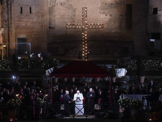 VATICAN-POPE-MASS-WAY OF THE CROSS
