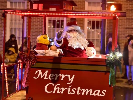 cpo-mwd-111817-Christmas-Parade